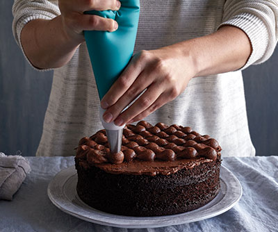 How to Decorate Like A Cake Boss - Pampered Chef