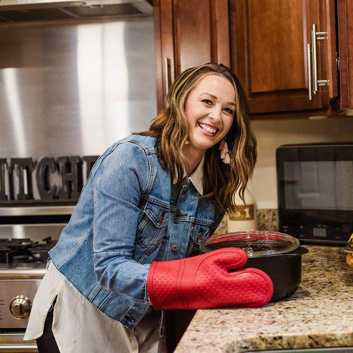 jamie-otis-silicone-oven-mitts.jpg